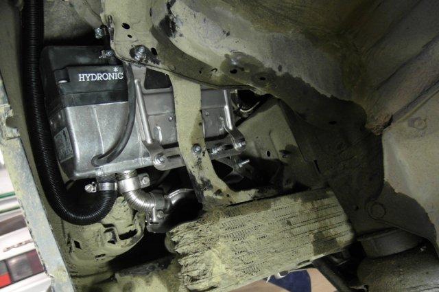 Установка предпускового подогревателя Eberspacher Hydronic B4WSC на Toyota Highlander Установочный центр ЭлитГаз